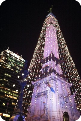 monument circle of lights indianapolis skyline