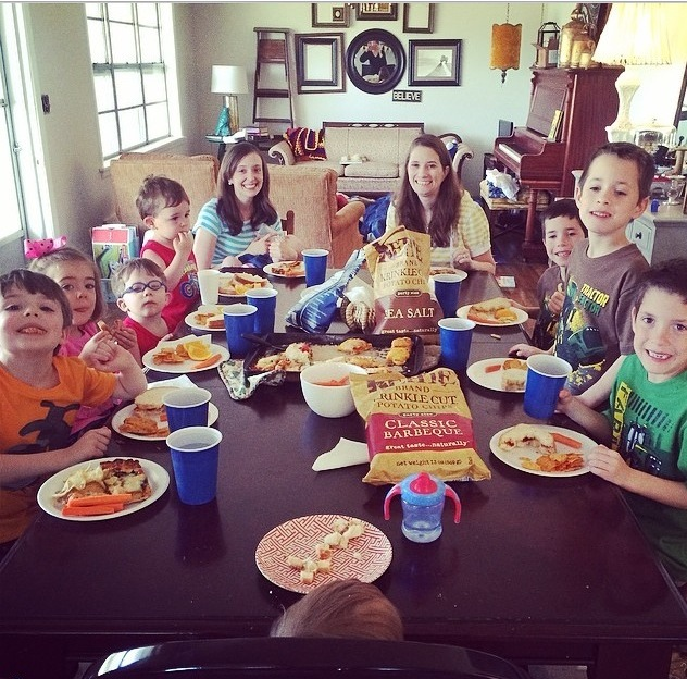 full-table-of-kids-lunch
