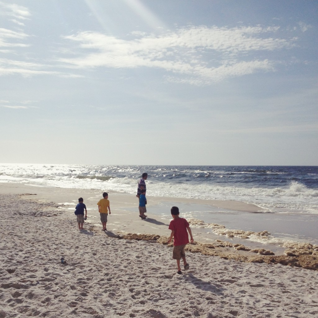 walking-along-the-beach-family-gulf-shores